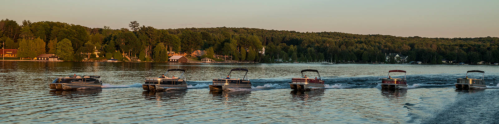 Crest Pontoon boats
